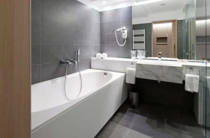 this image shows the fullerton bathroom remodelling for bathtub